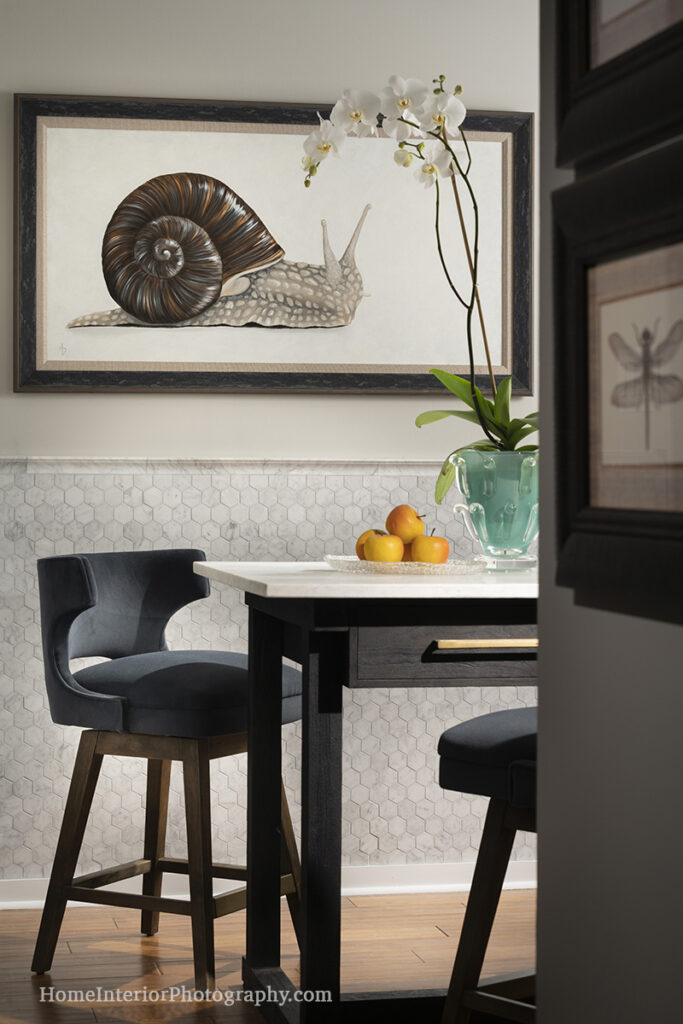 Cute Dining Area with Snail Painting - Nathan Taylor - design interior photography